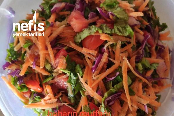 Yemeklerin Yanına Nefis Salata Tarifi
