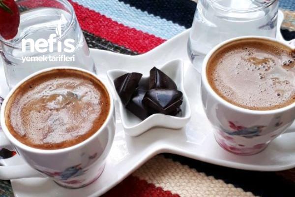 Bol Köpüklü Şekersiz Türk Kahvesi