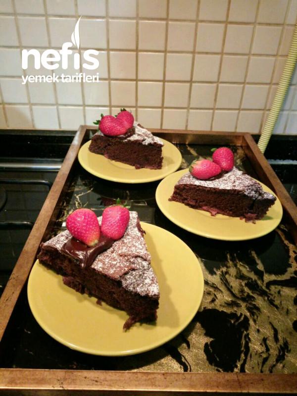 Çilekli Çikolatalı Ve Hindistan Cevizli Kek