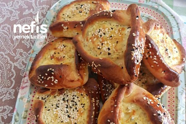 Kıbrıs Yemeklerinden Enfes Lezzet Pilavuna (Hellimli Börek) Tarifi
