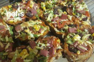 Bayat Ekmekli Pizza Tarifi