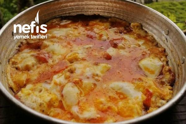 Kahvaltılık/Sahurluk Kolay ve Lezzetli Domatesli Kaşarlı Yumurta Tarifi