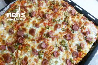 Pırasalı Pizza (Pırasa Sevmeyenlerin Bile Fark Etmeden Yiyebileceği Bir Tarif) Tarifi