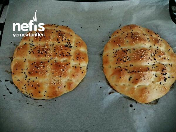 Ramazan pidesi şeklinde ekmek