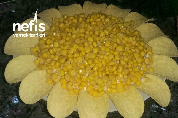 Çiçek Şeklinde Makarna Yoğurtlusu Tarifi