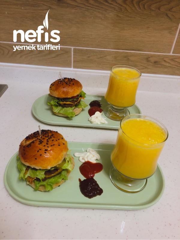 Herşeyi ile ev yapımı Enfes Hamburger