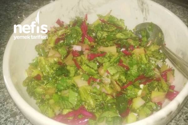 Brokoli Salatası (Brokoliyi Sevmeyenlere Sevdirecek) Tarifi