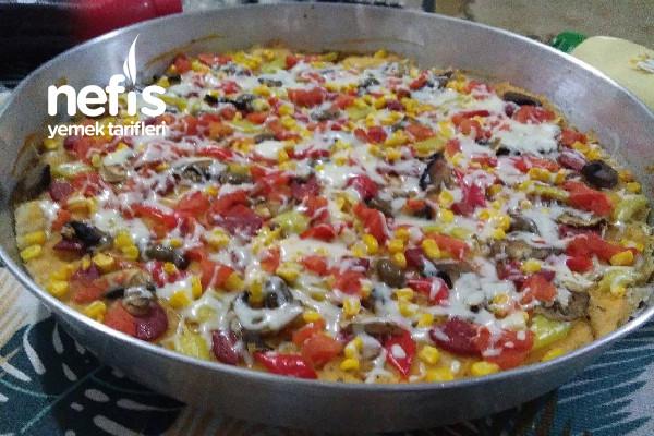 Karışık Pizza (Az Malzemeli Hamur İle) Tarifi