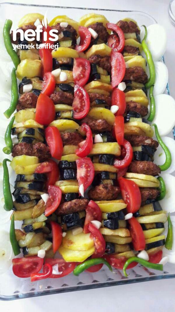 İftar Sofrasına Yakışır Ana Yemek (Fırında Sebzeli Köfte)