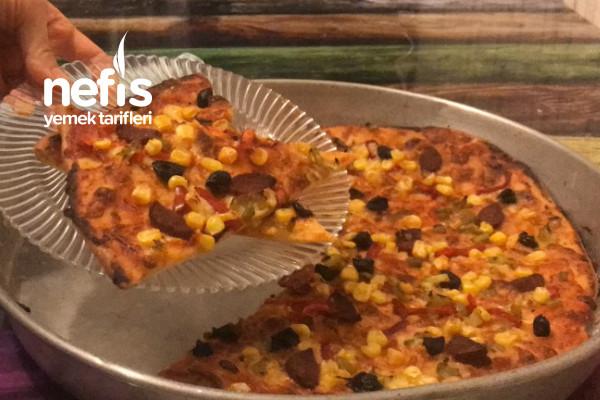 İnce Hamurlu Pizza Tarifi (Videolu)