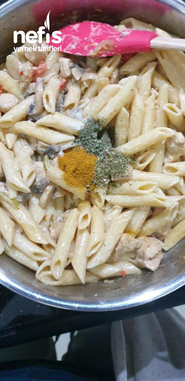 Kremalı Mantarlı Tavuk Ve Makarna