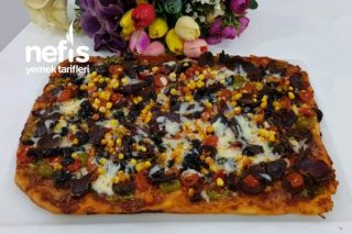 Ev Yapımı Tepside Pizza Tarifi