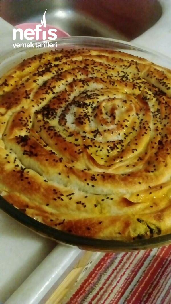 Hazır Yufkadan Sırrı Sosunda Muhteşem Kıymalı Ispanaklı Börek (Yumuşacık)