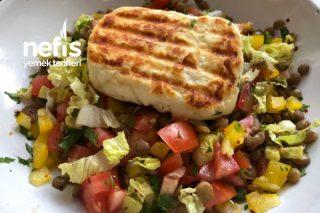 Mercimekli Hellim Peynir Salatası Tarifi