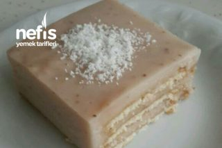 Ev Yapımı Çilekli Puding ile Bisküvili Pasta Tarifi