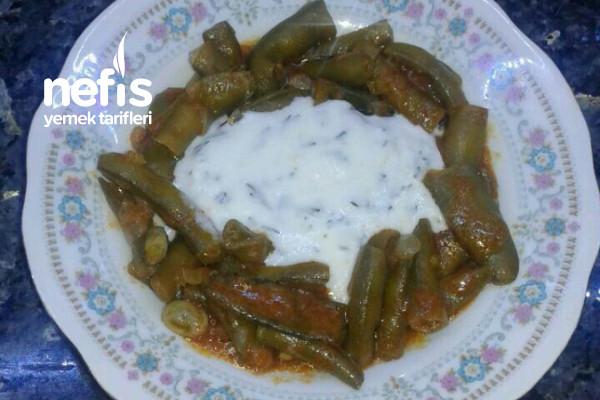 Zeytinyağlı Bakla Yemeği (Sarımsaklı Dereotlu Yoğurtla) Tarifi