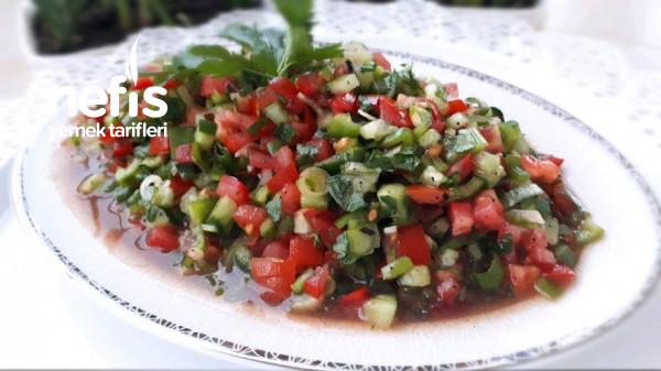 Pratik Soslu Salata