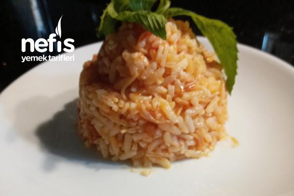 Domatesli Tel Şehriyeli Pirinç Pilavı Tarifi