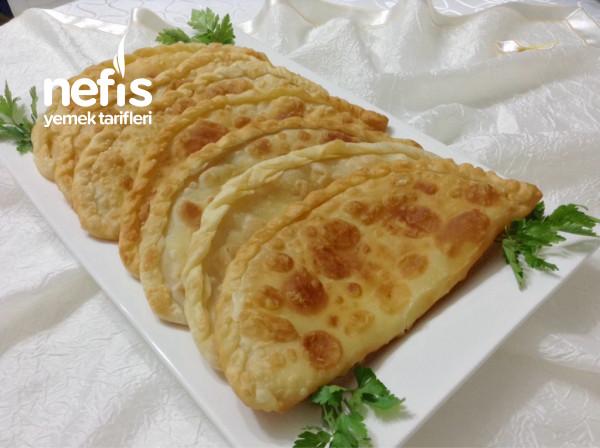 Muhteşem Hamuruyla Kaşarlı Puf Puf Börek