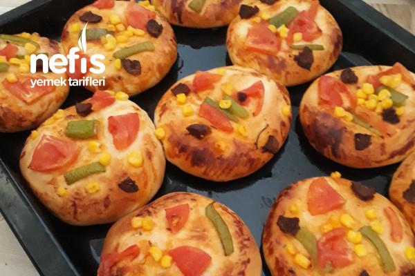 Pastaneden Alınmış Tadında Mini Pizzalar Tarifi