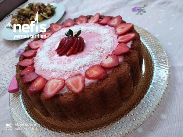 Çilekli Yaz Pastası