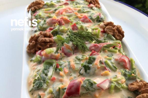 Semiz Otu Ve Közlenmiş Biberli Salata