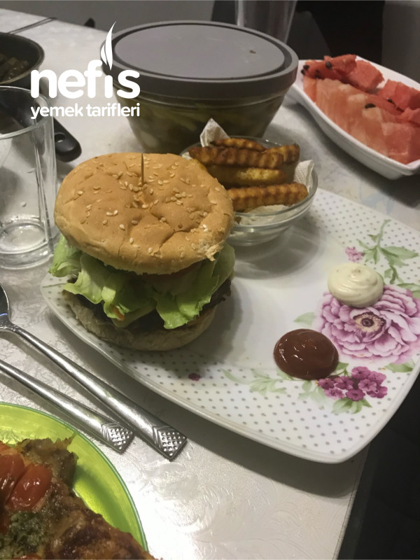 Az Malzemeli Lezzetine Doyum Olmayan Burger