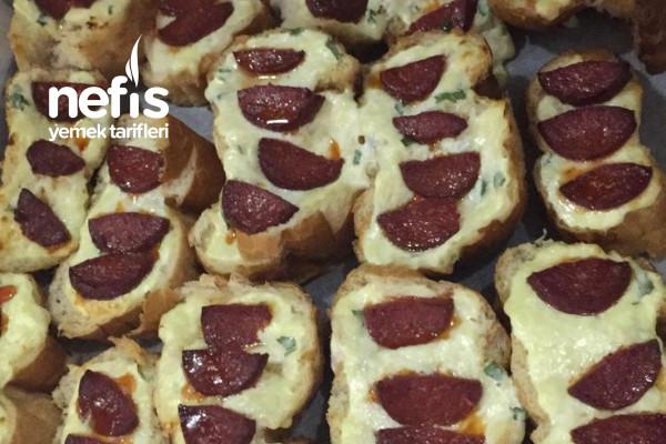 Sucuklu Ekmekler (Bayat Ekmekleri Değerlendirelim) Tarifi