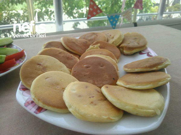 Çocuklara Kahvaltılık Sosisli Pankek