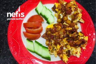 Patatesli Yumurta (Pratik Yemekler) Tarifi