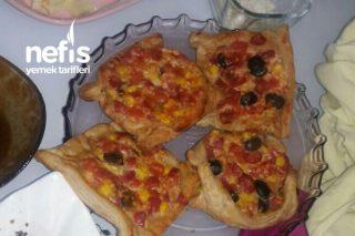 Minik Pizzalar (Milföy Pizza) Tarifi