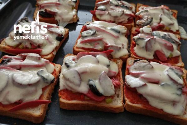 Pratik Kahvaltılık Mini Pizza Tarifi