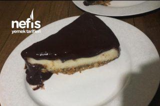 Bisküvi Tabanlı Çikolata Soslu İrmikli Tatlı Tarifi