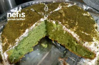 Ispanaklı Krem Şantili Dev Kek (Ispanakla İlgili Ön Yargıları Yıkacak Parmak Yedirten Kek) Tarifi