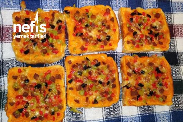 Tost Ekmeği İle Pratik Pizza Tarifi