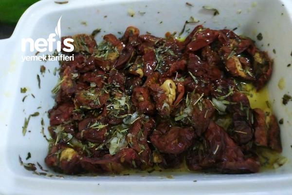 Kuru Domates Salatasi Tarifi