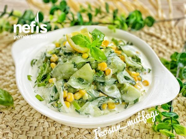 Soslu Salatalık Salatası