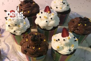 Çikolatalı Çilekli Cupcake Tarifi