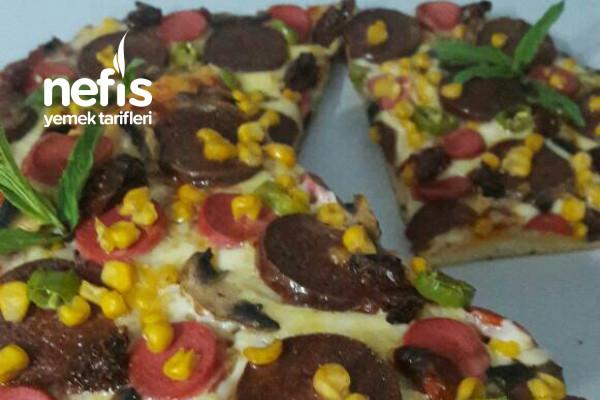 Pizza (Pizzanı Kendin Yap Daha Lezzetli) Tarifi