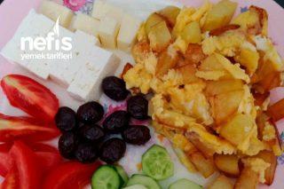 Sabah Kahvaltılarınıza Yumurtalı Patates Tarifi