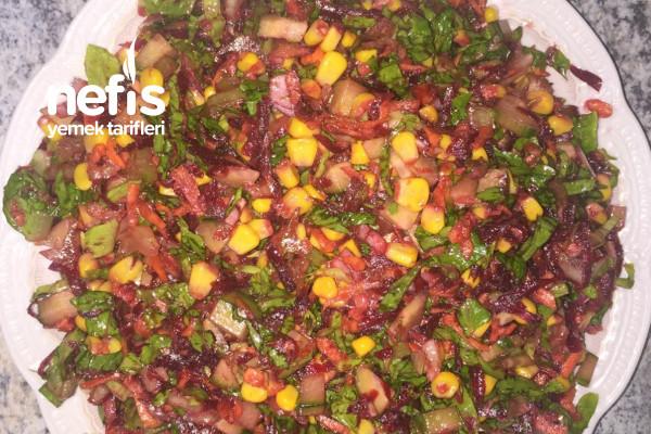 Değişik Tat Arayanlara:Nar Ekşili Şeker Pancarlı Salata Tarifi