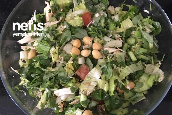 Tavuklu ve Nohutlu Yeşil Salata (Lezzetli Ve Doyurucu) Tarifi