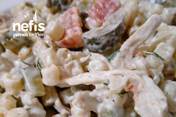 Sebzeli Tavuk Salatası Tarifi