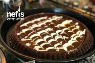 Tart Kalıbında Nefis Karamel Soslu Kek Tarifi
