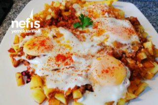 Kahvaltıya Nefis Patatesli Kıymalı Yumurta (Videolu) Tarifi