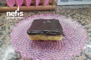 Muzlu Pudingli Ve Çikolata Soslu Islak Kek Tarifi