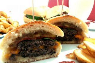 Hamburger (Pamuk Gibi Ev Yapımı Ekmeği İle) Tarifi