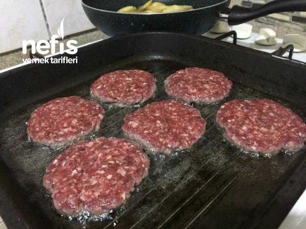 Hamburger (Pamuk Gibi Ev Yapımı Ekmeği İle)