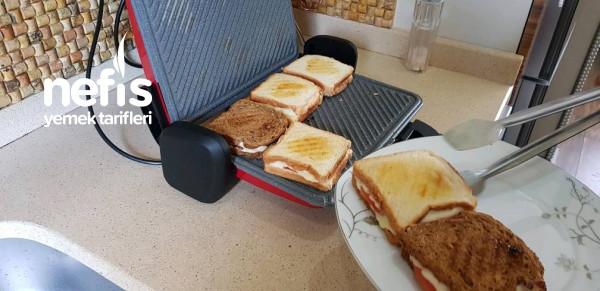 Kaşarlı Domatesli Tost (Yengen) & Ballı Muzlu Süt