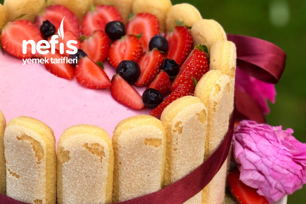 Strawberry Charlotte Cake Tarifi